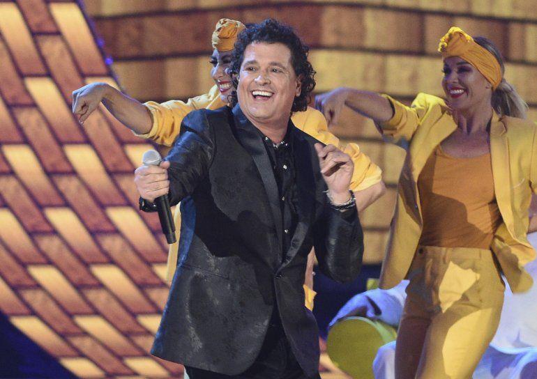 Carlos Vives interpreta Hoy tengo tiempo durante la ceremonia de los Latin Grammy en Las Vegas el 15 de noviembre de 2018. El padre de Vives