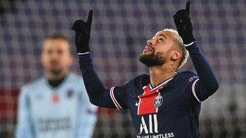 El brasileño Neymar celebra el segundo gol (de un Hat-trick) que le convirtió al Basaksehir el miércoles 9 de diciembre de 2020 en fase de Grupos de Champions
