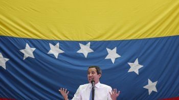 Imagen del 30 de septiembre de 2019 de Juan Guaidó, presidente encargado de Venezuela y líder del Parlamento,duranteuna asamblea ciudadana en una plaza en el vecindario de El Paraíso, en Caracas, Venezuela.