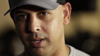 El manager de Boston, Alex Cora, se desempeñaba como coach de banca de ese equipo y ha tenido que dar declaraciones a MLB. Ha declinado comentar sobre el asunto.