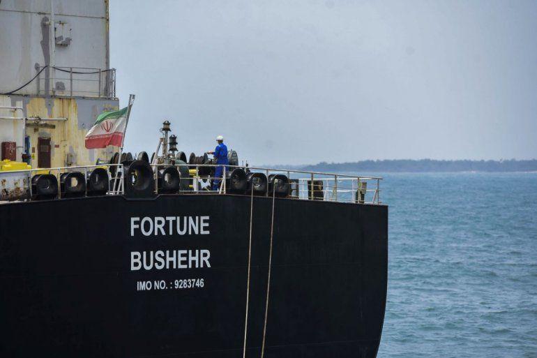 El petrolero de bandera iraní Fortune atraca en la refinería El Palito después de su llegada a Puerto Cabello en el estado norteño de Carabobo