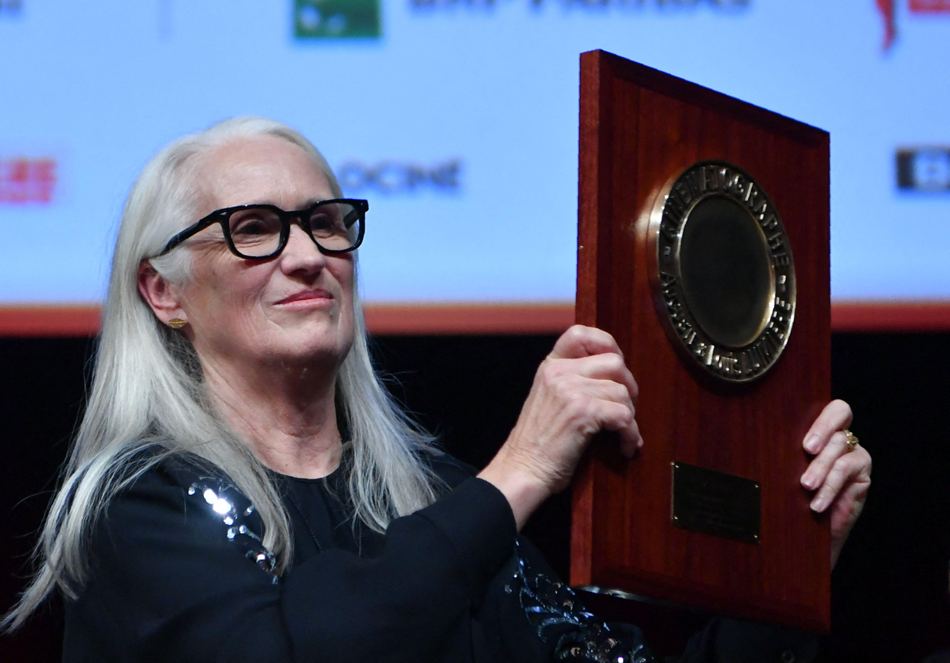 La directora neozelandesa Jane Campion celebra el premio Lumiere durante la ceremonia del Festival de cine Lumiere, en Lyon, centro-este de Francia, el 15 de octubre de 2021.