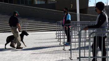 El conjunto de Miami también optó por otro mecanismo de inspección anti COVID por si alguien le teme a los perros. En ese caso, la persona será sometida a un método de escaneo, aunque el proceso será mucho más lento.