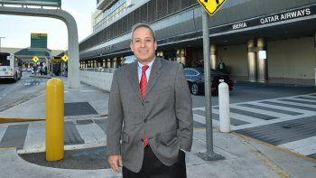 Lester Sola lleva las riendas del departamento condal de Aviación, luego de haber dirigido el Departamento de Agua y Alcantarillado y asumido importantes responsabilidades durante 26 años en el Condado Miami-Dade.