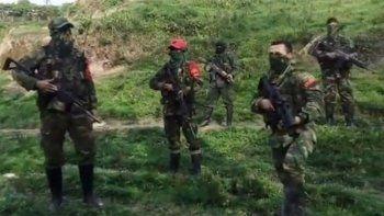 En dicho documento, el EPL anuncia su intención de una salida dialogada al conflicto que mantiene desde marzo de 2018 con el ELN, la otra guerrilla con la que compite por las zonas y espacios de la región del Catatumbo dejados por las ya extintas Fuerzas Armadas Revolucionarias de Colombia (FARC).