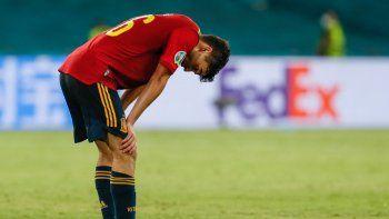 El delantero español Pedri reacciona tras el pitido final del partido de fútbol del Grupo E de la UEFA EURO 2020 entre España y Suecia en el Estadio La Cartuja de Sevilla el 14 de junio de 2021