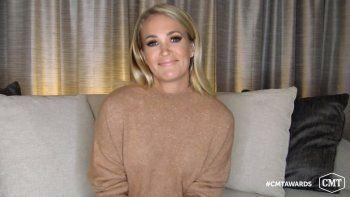 Carrie Underwood acepta el premio al video del año por Drinking Alone durante la entrega de los Premios CMT de la Música Country, el miércoles 21 de octubre del 2020.