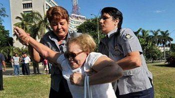 Captura de pantalla de la página de Facebook de Las Damas de Blanco publicada el 23 de marzo de 2010, día en que la líder de movimiento fue apresada por el régimen cubano junto a otras mujeres de la organización. Laura Pollán murió el 14 de febrero de 2011.