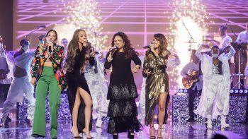 Actuación de Gloria Estefan, Leslie Grace, Kany García y Ximena Sariñana que incluye: Rhythm is Gonna Get You, Get on Your Feet, 123, Hoy, Mi Tierra y Conga.