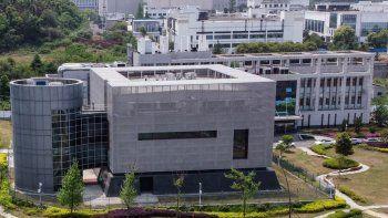 Una vista aérea muestra el laboratorio P4, en el Instituto de Virología en Wuhan, en la provincia central china de Hubei. El laboratorio epidemiológico P4 fue construido con la cooperación de la firma bioindustrial francesa Institut Merieux y la Academia de Ciencias de China (Chinese Academy of Sciences). La instalación se encuentra en medio de otros laboratorios autorizados para manejar patógenos de Clase 4 (P4), virus peligrosos que presentan un alto riesgo de transmisión de persona a persona.