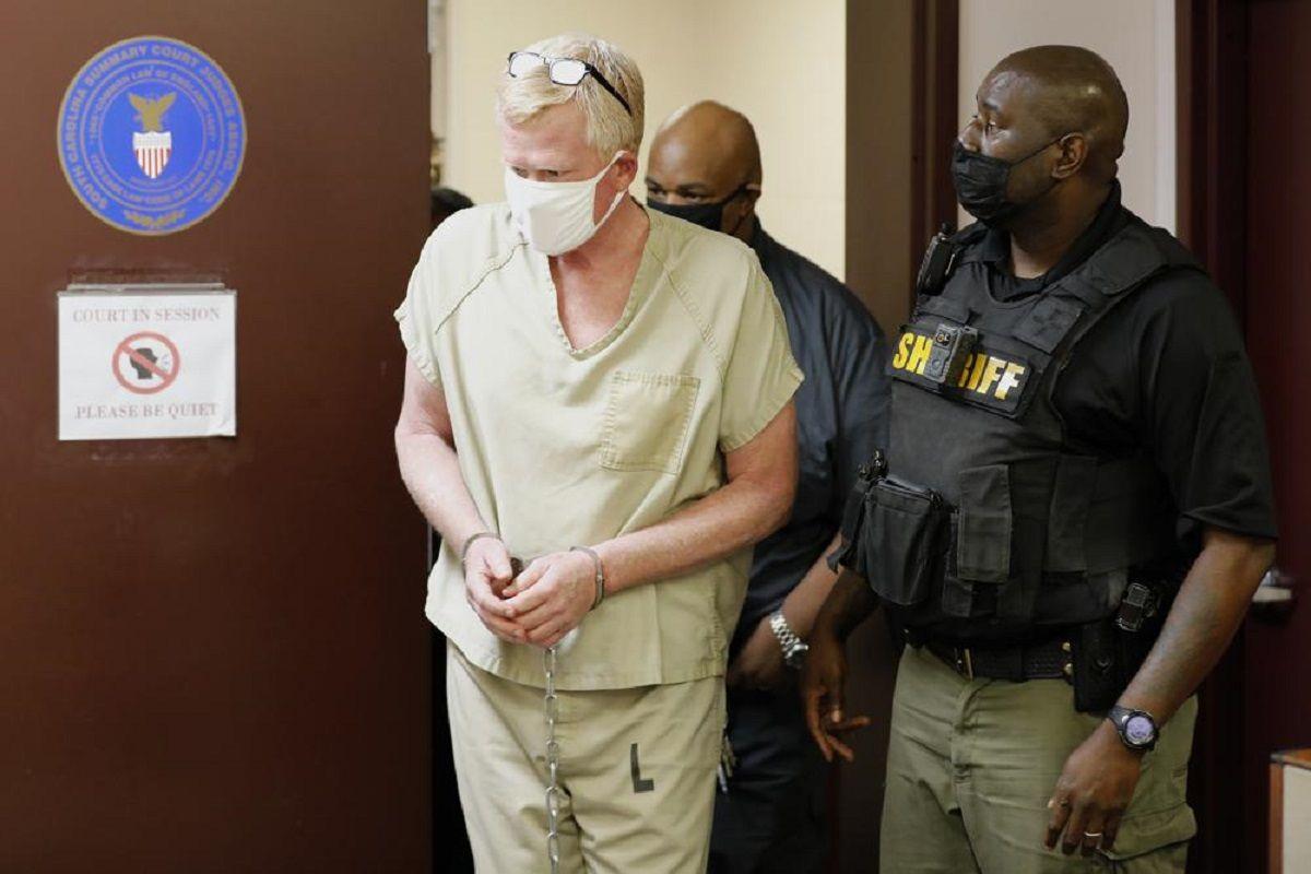 Alex Murdaugh, de 53 años, se entregó a la policía de Carolina del Sur el jueves por la mañana.