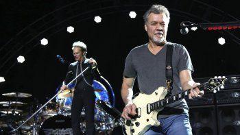 David Lee Roth, izquierda, y Eddie Van Halen de Van Halen actúan el 13 de agosto de 2015 en Wantagh, NY Van Halen, que había luchado contra el cáncer, murió el martes 6 de octubre de 2020. Tenía 65 años.