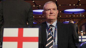 El jueves 12 de noviembre de 2020, Clarke presentó su renuncia como vicepresidente de la FIFA tras la presión del organismo rector del fútbol mundial a raíz de sus comentarios discriminatorios ante el Parlamento británico.