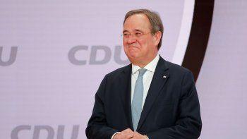 Armin Laschet, el recién elegido líder del partido político Unión Demócrata Cristiana de Alemania, de pie en un escenario en Berlín, el sábado 16 de enero de 2021.