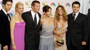 Foto tomada el 22 de Septiembre de 2002: David Schwimmer, Lisa Kudrow, Mathew Perry, Courtney Cox Arquette, Jennifer Aniston y Matt LeBlanc, en los Emmy Awards.