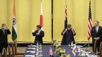 De izquierda a derecha, el ministro indio del Exterior Subrahmanyam Jaishankar, y sus colegas de Japón, Toshimitsu Motegi; Australia, Marise Payne; y Estados Unidos, Mike Pompeo, en una reunión en Tokio, el martes 5 de octubre del 2020.