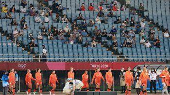 Al Estadio Miyagi en Miyagi, donde se juega la ronda clasificatoria del fútbol femenino el público puede asistir, aunque hay un aforo limitado