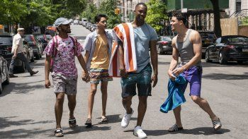 En esta imagen difundida por Warner Bros. Pictures, Noah Catala, Gregory Diaz IV, Corey Hawkins y Anthony Ramos, de izquierda a derecha, una escena de In the Heights.
