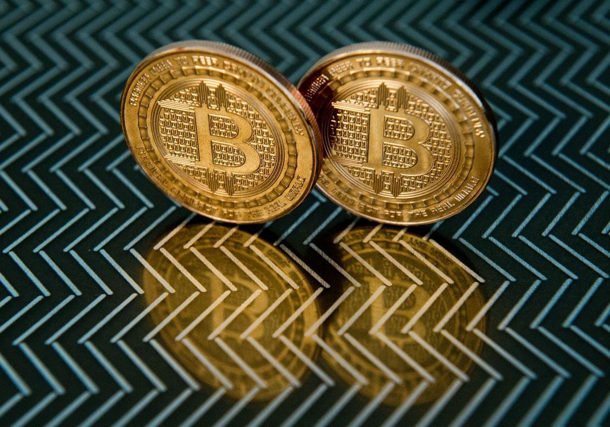 Monedas de bitcoin.