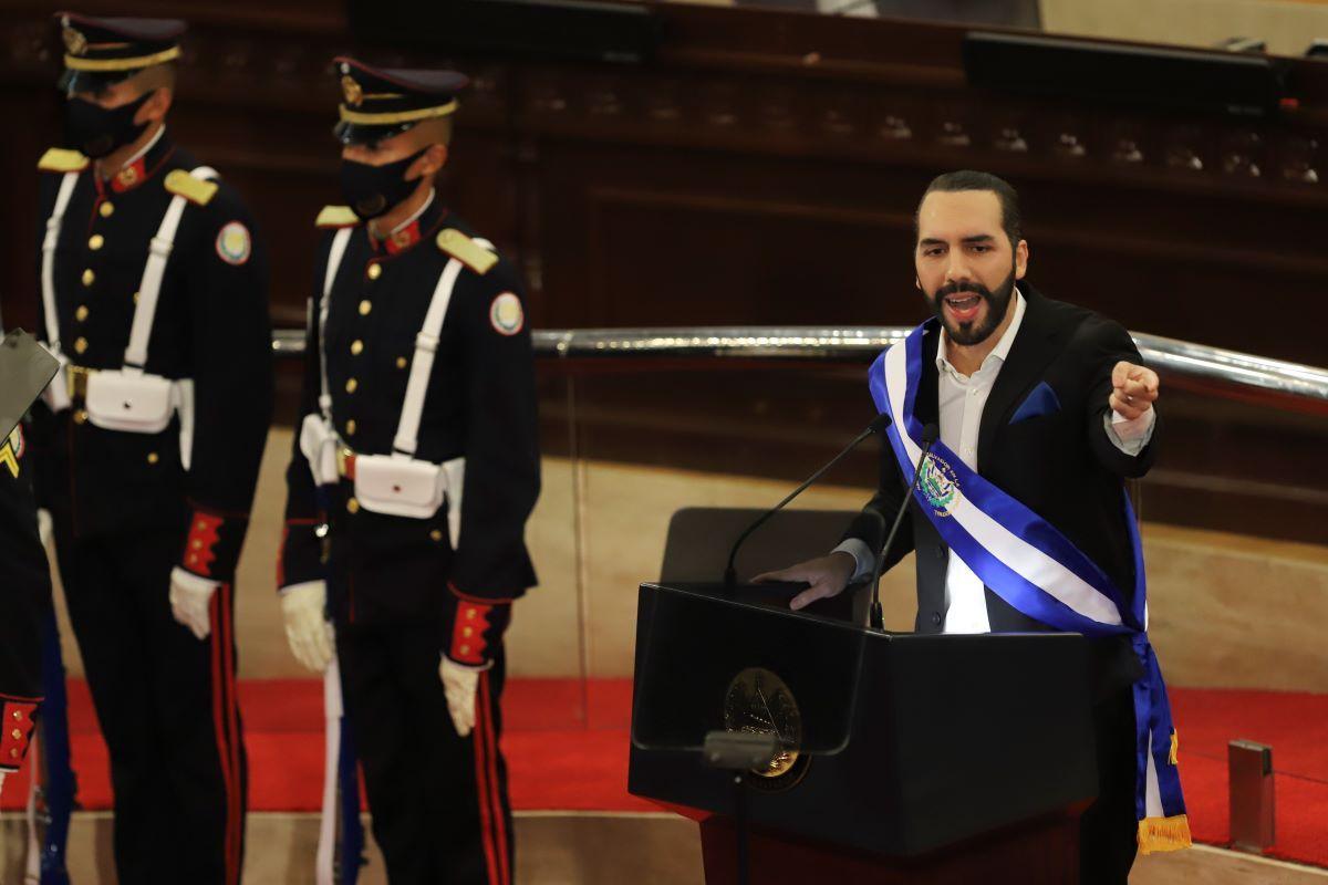 El presidente salvadoreño Nayib Bukele pronuncia su discurso anual a la nación ante el Congreso en San Salvador, El Salvador.