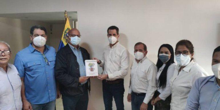 Diputados de la Asamblea Nacional (AN) legítima presentan al presidente encargado Juan Guaidó