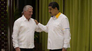 NOTICIA DE VENEZUELA  - Página 18 El-dictador-venezolano-derecha-nicolas-maduro-y-el-designado-gobernante-cuba-miguel-diaz-canel