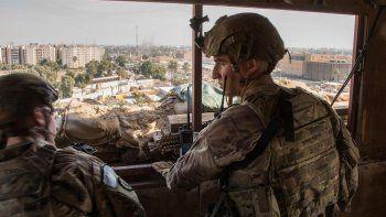 Cuatro cohetes impactan en la Zona Verde de Bagdad. Cuatro cohetes han impactado en la madrugada de este jueves en la Zona Verde de Bagdad, la parte de la capital de Irak fortificada que alberga las sedes de los principales ministerios y embajadas extranjeras, según ha informado Al Arabiya.