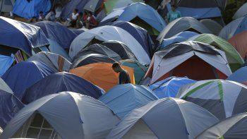 Carpas amontonadas en un campamento de Matamoros, México, donde migrantes que buscan asilo en EEUU esperan ser llamados por los tribunales norteamericanos de inmigración para considerar sus casos. Foto del 5 de noviembre del 2019.