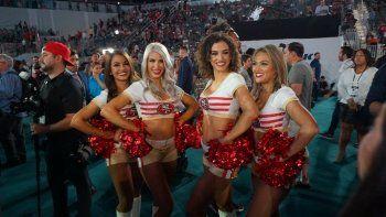 Nina, Haley, Erin y Tyffany (de izq. a der.), cheerleaders de los 49ers de San Francisco, en el Día de la Prensa del Super Bowl LIV, la noche del lunes 27 de enero.