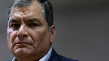 En esta foto de archivo tomada el 9 de octubre de 2019, al expresidente de Ecuador (2007-2017) Rafael Correa durante una conferencia de prensa en el Parlamento Europeo en Bruselas.