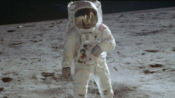 Fotografía del 20 de julio de 1969, publicada por la NASA, del astronauta Buzz Aldrin caminando sobre la superficie de la Luna durante la fase de exploración de la misión Apolo 11.