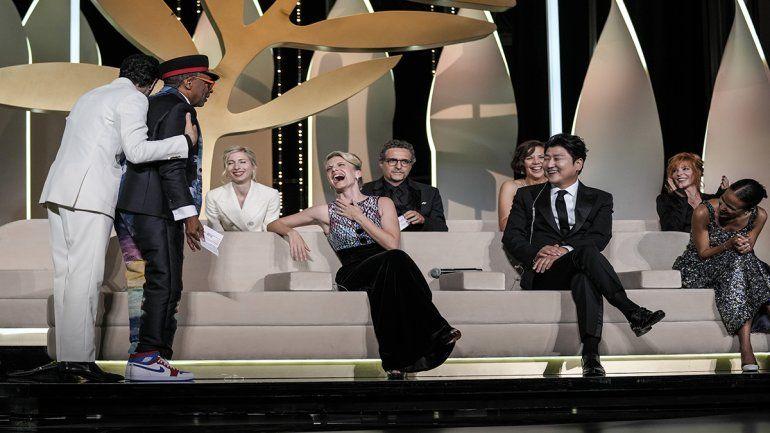 El presidente del jurado Spike Lee revela accidentalmente que la película Titane es la ganadora de la Palma de Oro