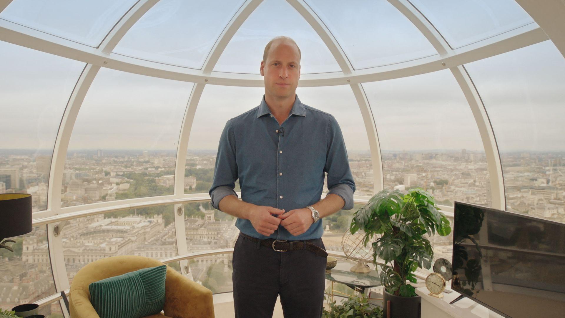 Esta fotografía publicada por el Palacio de Kensington el 17 de octubre de 2021, muestra al príncipe William de Gran Bretaña antes de la ceremonia inaugural de entrega del Premio Earthshot en el London Eye, en el centro de Londres.