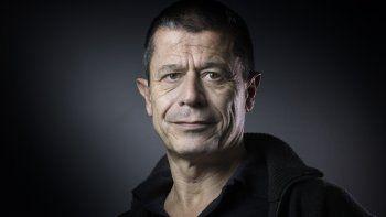 En esta foto de archivo tomada el 17 de febrero de 2016, el escritor francés Emmanuel Carrere posa para una fotografía en París. Emmanuel Carrere ha sido galardonado el 9 de junio de 2021 con el Premio Princesa de Asturias de las Letras, anunció el jurado.