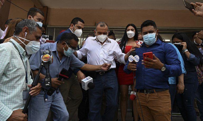 El expresidente hondureño Porfirio Lobo Sosa llega al Ministerio Público (MP) de Tegucigalpa