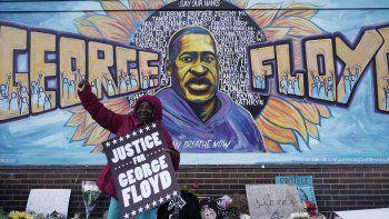 Escena del 20 de abril de 2021 al conocerse el veredicto de culpable en el juicio del exagente de policía Derek Chauvin por la muerte de George Floyd el 25 de mayo de 2020, en Minneapolis, Minnesota, EEUU. La junta directiva del Premio Pulitzer otorgó una mención especial a la adolescente que grabó la detención y asesinato de Floyd.
