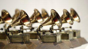 En esta foto del 10 de octubre de 2017, varios premios Grammy se exponen en el Grammy Museum Experience en Prudential Center, en Newark, Nueva Jersey.