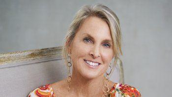 En esta fotografía de 2019 la autora Elin Hilderbrand quien anunció su plan de retirarse de la escritura de novelas en 2024 cuando todavía haya apetito por sus obras. La autora dijo que quiere crear un libro club por suscripción Literati.
