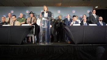 Jorge Colina, Rick Clements, Alfredo Ramírez, Cathy Lanier, Chad Wolf, Brian Swain y George Piro (de izq. a der.) expusieron los planes de seguridad para el Super Bowl LIV, el miércoles 29 de enero en Miami.