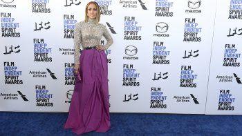 Jennifer Lopez llega a la ceremonia de los Premios Spirit del Cine Independiente el sábado ocho de febrero del 2020 en Santa Mónica, California. Recientemente la artista mostró su apoyo a su sobrino transgénero.