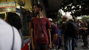 Los venezolanos ya saben que, cuando el Estado se dedica a la producción de bienes y servicios, hay que pagar más por peores, menos variados y más escasos productos y servicios.