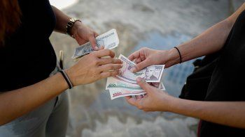 Los altos costos de la vida sumado a la inflación causada por el cambio de moneda y ahora,el incremento en el costo de la electricidad, mantiene al ciudadano ahogado.