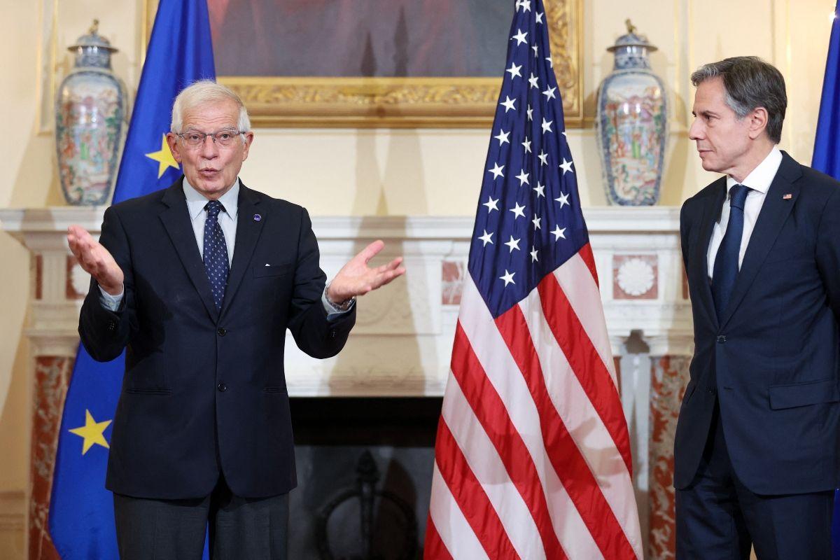 El alto representante de la UE para Asuntos Exteriores, Josep Borrell, hablan con los periodistas antes de reunirse en el Departamento de Estado en Washington, DC, con el secretario de Estado de Estados Unidos, Antony Blinken.