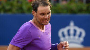El español Rafael Nadal celebra tras vencer al bielorruso Ilya Ivashka en su partido individual del torneo ATP Barcelona Open de tenis en el Real Club de Tenis de Barcelona el 21 de abril de 2021