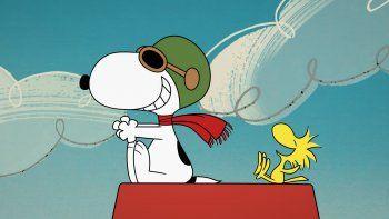 En esta imagen proporcionada por Apple los personajes animados Snoopy, izquierda, y Woodstock de la serie original The Snoopy Show, que se estrena el 5 de febrerO en TV+.