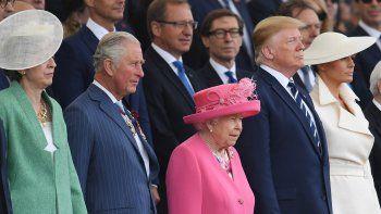 La primera ministra Theresa May, el príncipe Carlos de Inglaterra, la reina Isabel II, el presidente de los EEUU DonaldTrumpy su mujer, Melania, asisten a la ceremonia de conmemoración por el 75º aniversario del desembarco de Normandía en Portsmouth, Reino Unido, este miércoles.