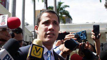 Imagen del 17 de septiembre de 2019 de Juan Guaidó, líder del Parlamento y presidente encargado de Venezuela, en las afueras del Palacio Federal Legislativo, en Caracas.