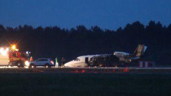 El avión privado que transportaba a miembros del equipo de la cantante Pink se prendió en llamas tras hacer un aterrizaje de emergencia en el aeropuerto de Aarhus, en Tirstrup, Dinamarca, el martes 6 de agosto.Nadie resultó herido en el incidente.