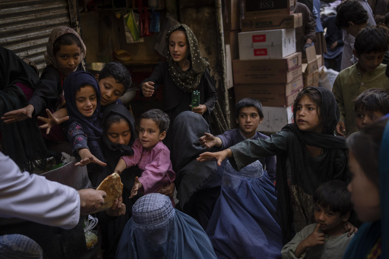 UNESCO pide reapertura de colegios para las niñas en Afganistán