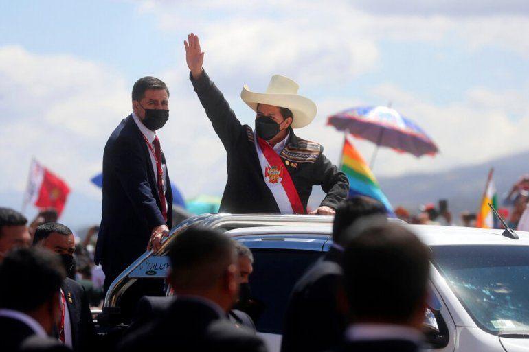 El presidente peruano Pedro Castillo llega a una ceremonia simbólica de juramento en el lugar de la Batalla de Ayacucho de 1824 que selló la independencia de España